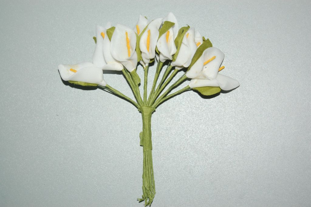 Corsage 12 flowers of lilies