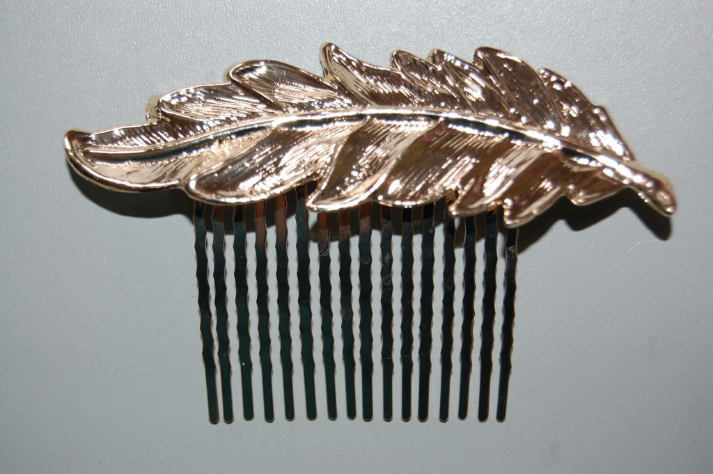 Fall leaf golden comb