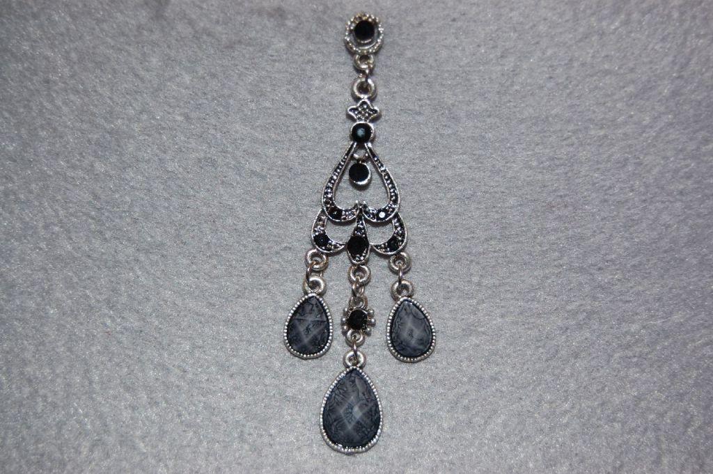 Earrings black long pyramid