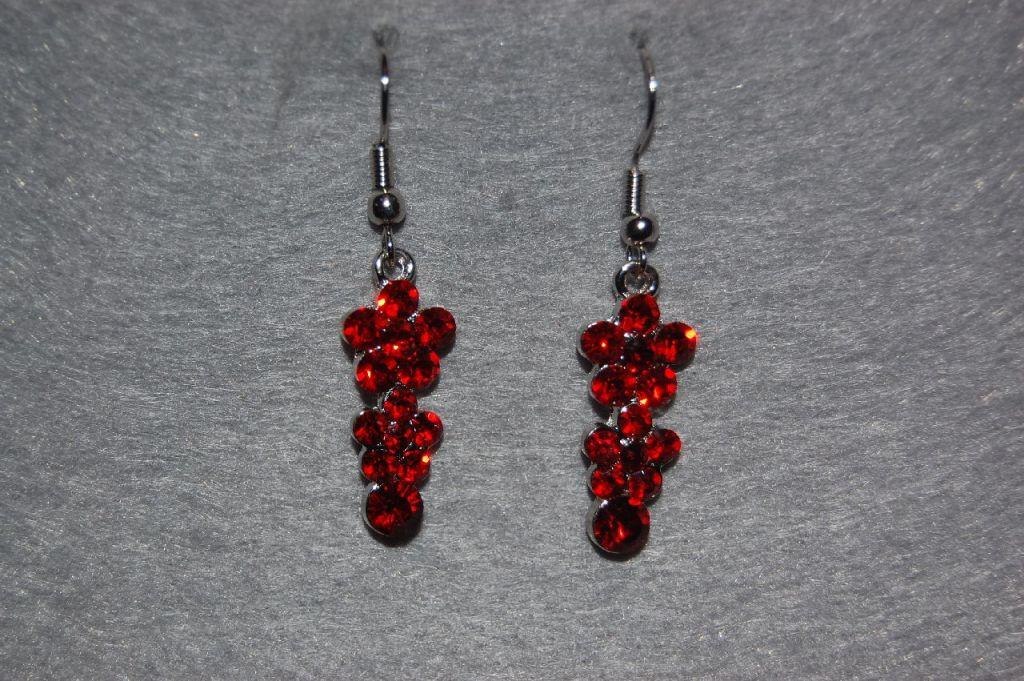 Red short earrings