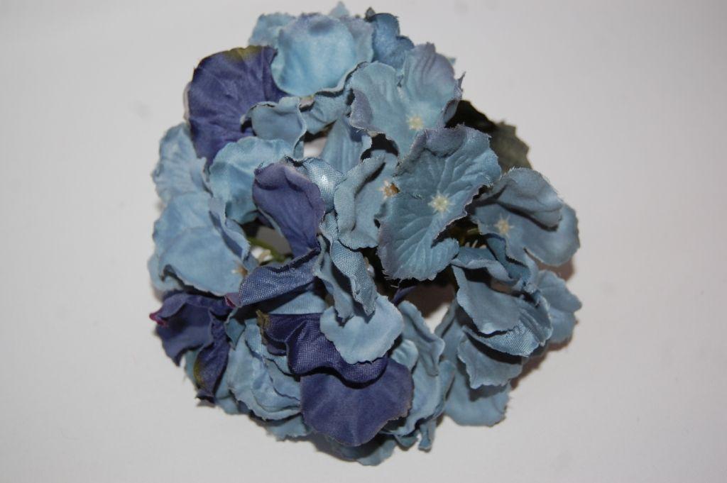 Capuchin corsage blue