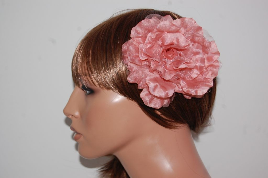 Tocado flor rosa maquillaje Mirian