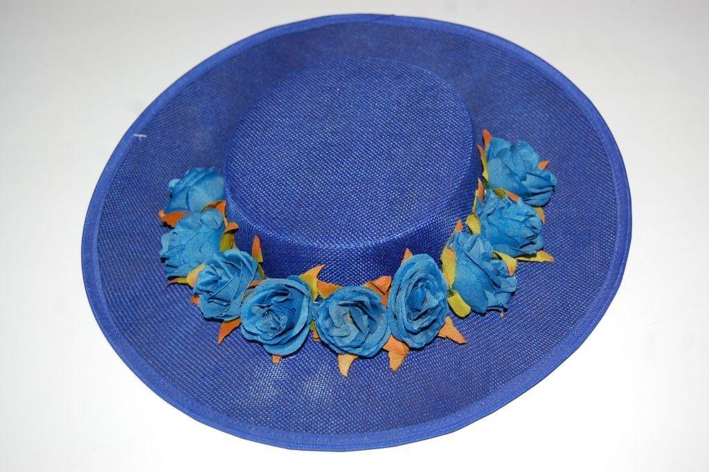 Canotier azul Klein con flores