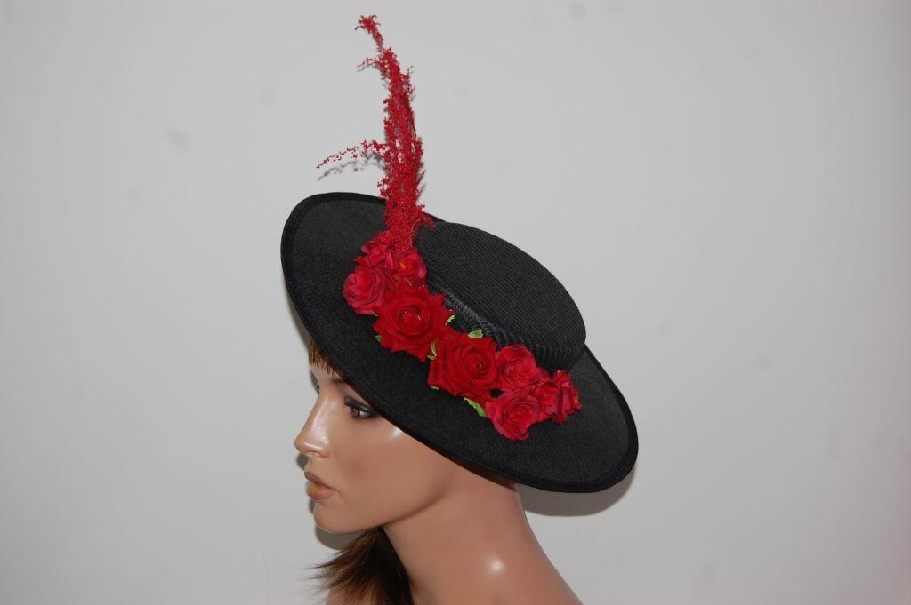 Canotier negro con flores rojo
