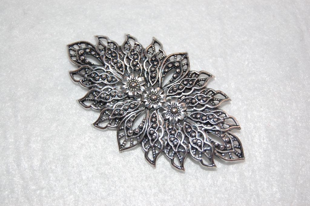 Alexandria brooch silver