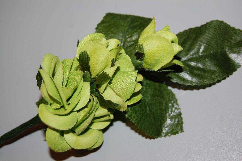 Flower corsage pistachio