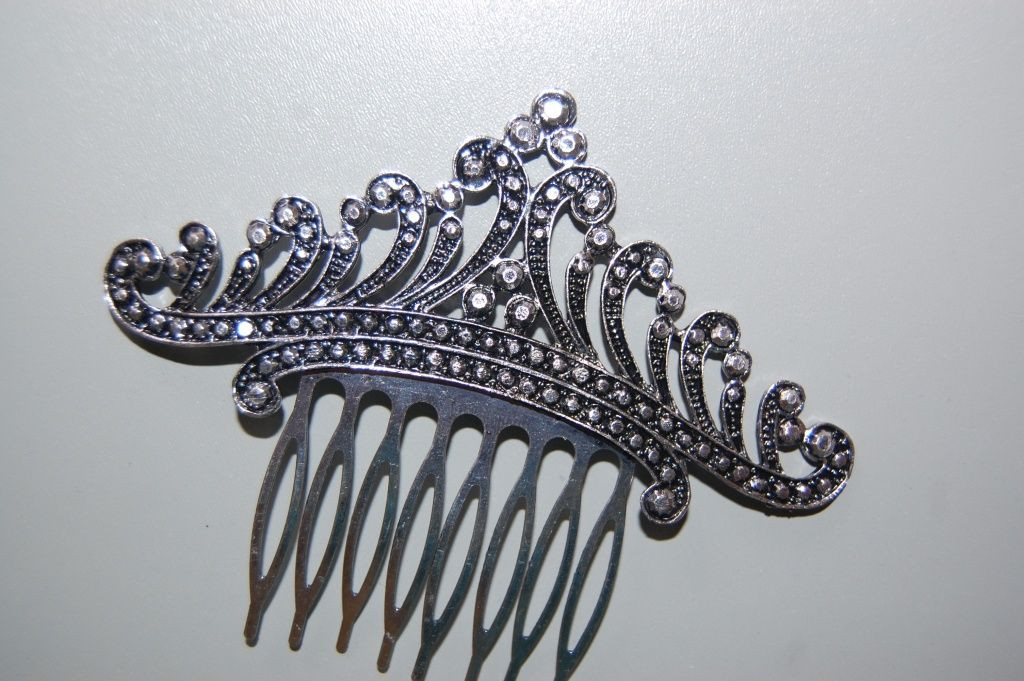 Princess Tiana combed old silver