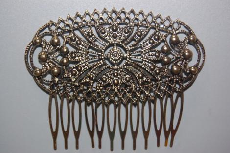 Golden old comb living dreams