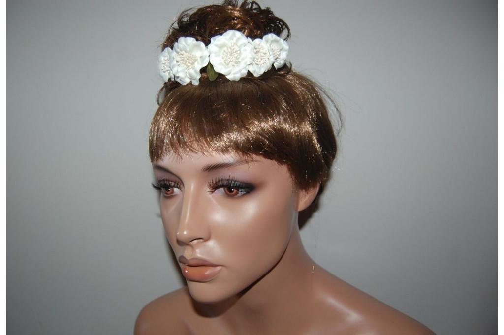 Six white flowers tiara